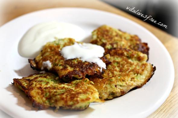 Paleo pancakes with yogurt