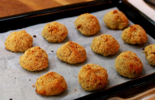Gluten-Free, Sugar-Free, 3-Ingredient Coconut Cookies (Coquitos) | VitaLivesFree.com